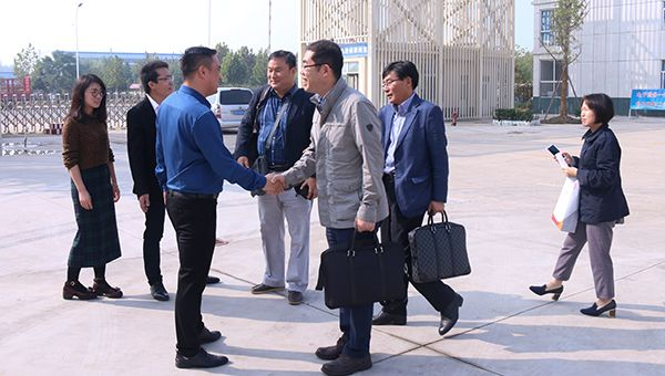 A Warm Welcome to Businessmen from South Korea to China Coal Group for Purchasing Coal Shearer