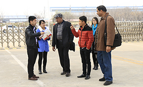 Warmly Welcome Merchants from Pakistan to Visit Shandong China Coal Group for Purchasing Swathers