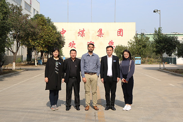 Warmly Welcome Pakistani Businessmen to Visit China Coal Group for Flatbed Trailer Procurement
