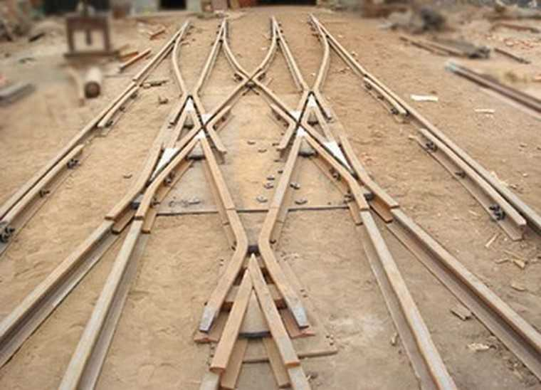 Narrow Gauge Crossover Track Switch