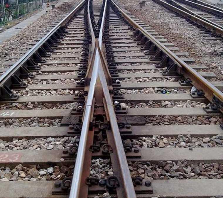 Railway Symmetric Track Switch