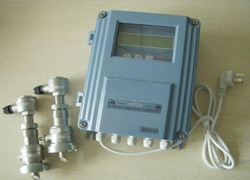 Wall hanging type ultrasonic flowmeter