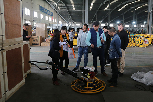 Warmly Welcomes UAE Merchants To Visit China Coal Group For Purchase Pavement Equipment