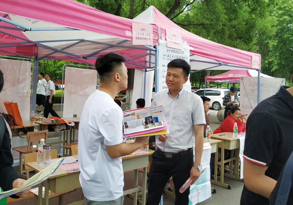 China Coal Group Is Invited To The Special Recruitment Fair For College Graduates In Jining City