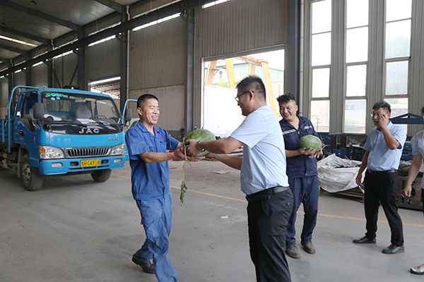 Shandong Tiandun Leaders Express Their Care To The Frontline Employees In Production Workshop