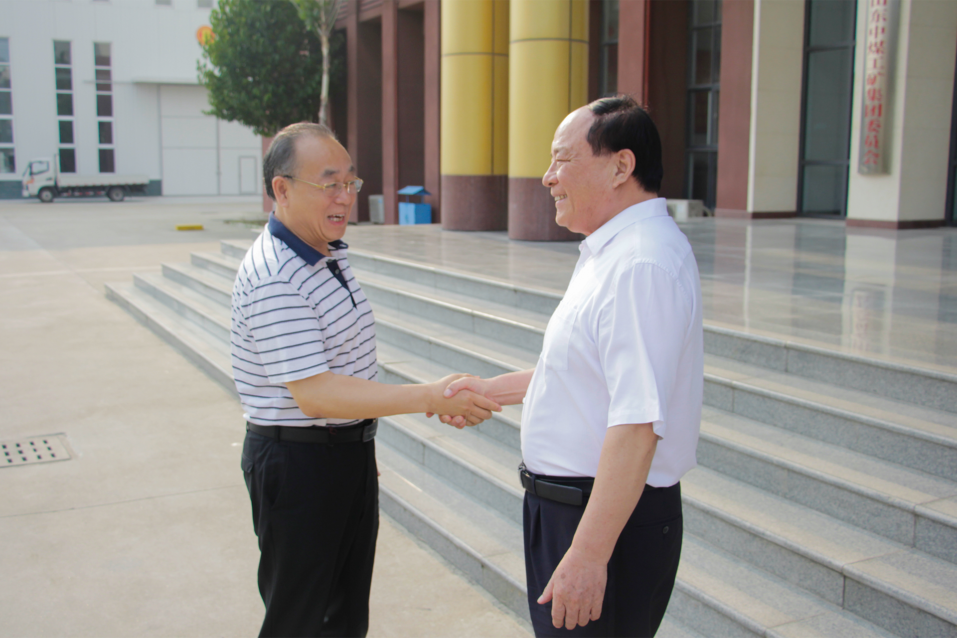 Warmly Welcome Zhu Songtao, Former Deputy Dean Of Jining University, And His Party To China Coal Group For Guidance