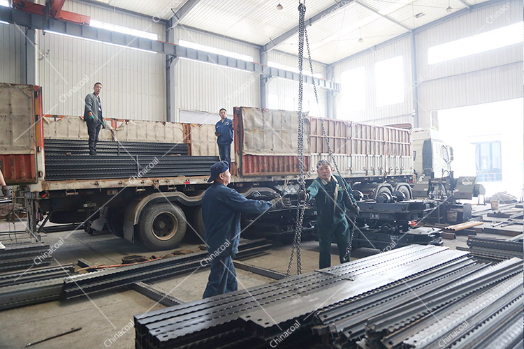 China Coal Group Sent A Batch Of Hydraulic Props And Metal Roof Beam To Shanxi