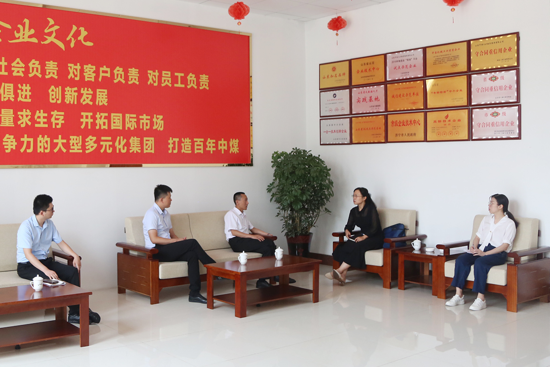 Warmly Welcome The Leaders Of Jining Municipal Bureau Of Commerce To Visit China Coal Group